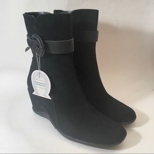 Aigner Size 9 Eve Suede Ankle Boots